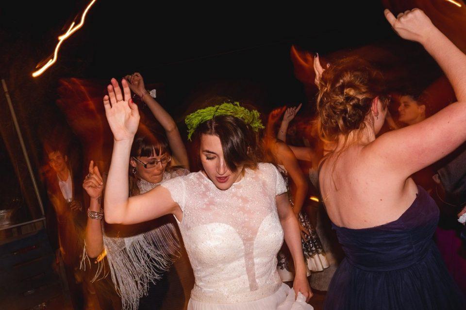 fiesta en una boda en LAvellana