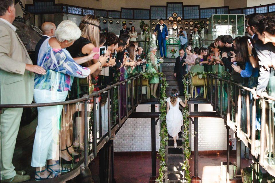llegada de la novia al El Museo Nacional de la Energía de Ponferrada