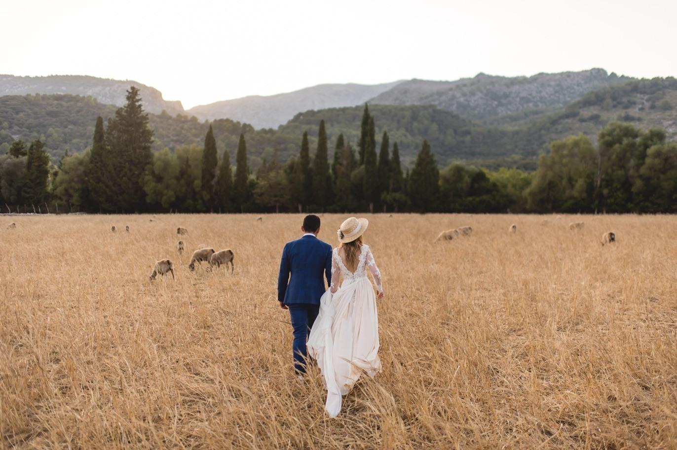 bride and groom in mallorca