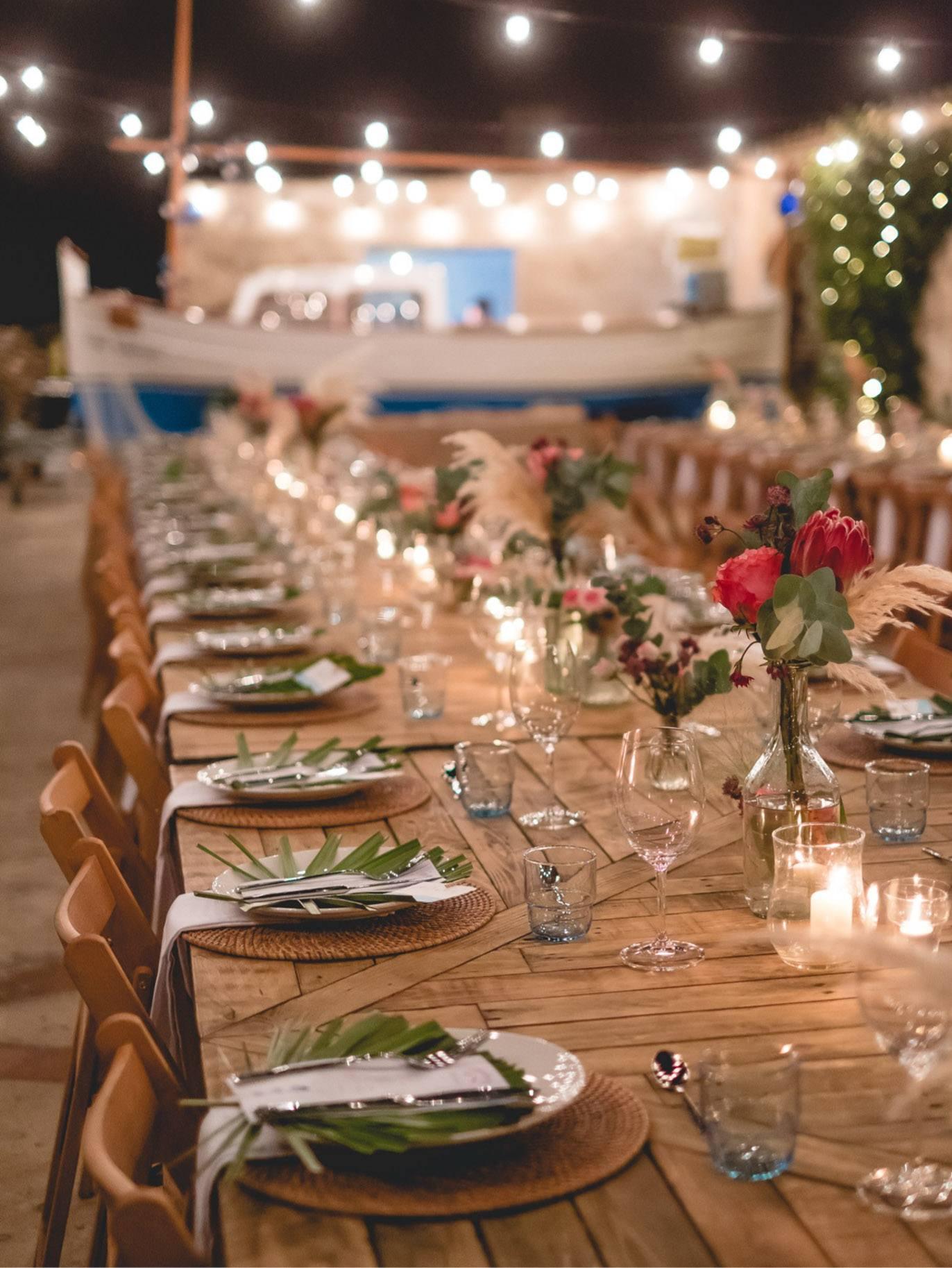 decoración de la mesa para el banquete