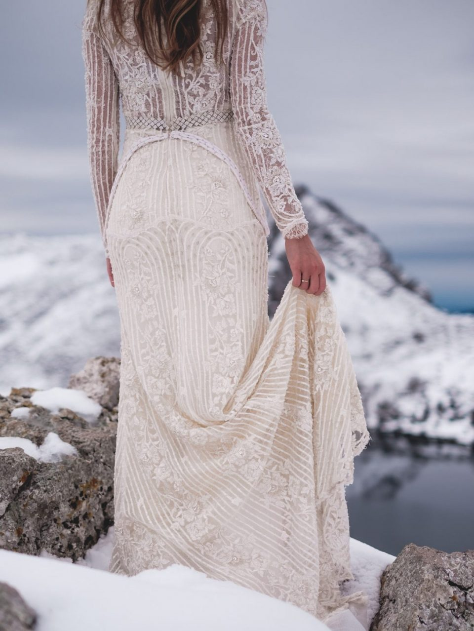 dress for a bride in winter