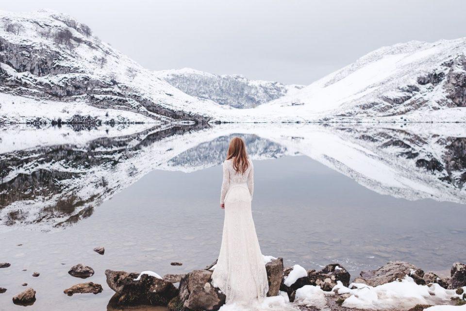 wedding dress in winter in Asturias
